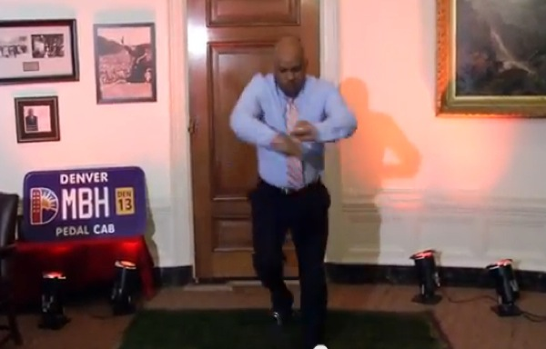 Denver mayor finally pays up on lost bet, does Ray Lewis dance