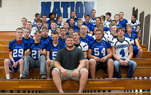 Marshal Yanda receives honor from his former high school